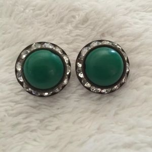 Jewelry - Vintage Clip On Earrings w Green & Clear Stones 💎